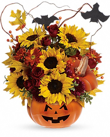 pumkins_as_centerpieces_this_halloween_trick_or_treat_bouquet_teleflora