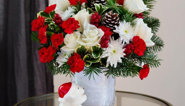 Teleflora_Send-A-Hug-Bear-Buddy_a_guide_to_holiday_flowers