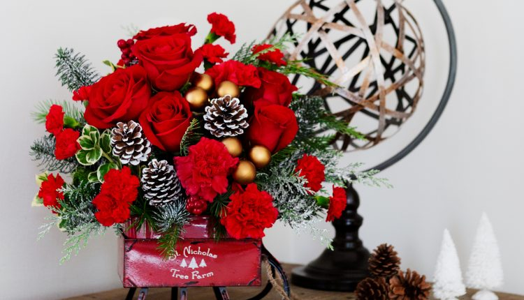 Teleflora_Vintage-Sleigh_a_guide_to_holiday_flowers