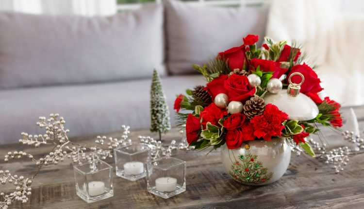 a_guide_to_sending_holiday_flowers_this_year_teleflora